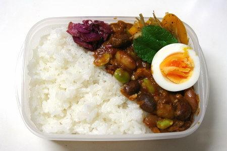 豆カレー弁当。ヘルシーっぽい!