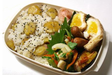 栗ご飯と巾着玉子のお弁当。お腹いっぱい!