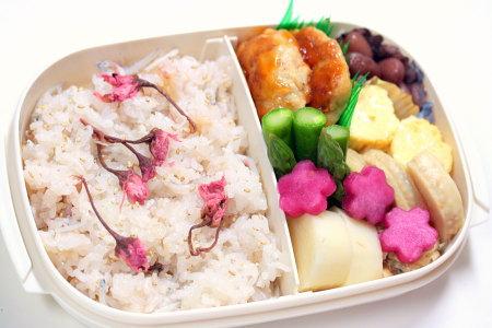 ひなまつりのお弁当。桜ご飯♪