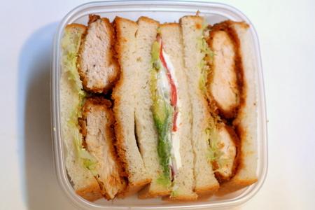 チキンカツ・サンドとスモークサーモン・サンドのお弁当