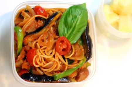 夏野菜とチキンのトマトソース・スパゲッティのお弁当