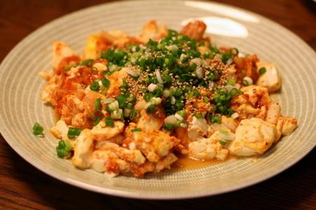 お豆腐とキムチの卵炒め