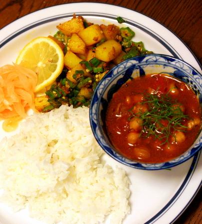 タルバートタルカリ。野菜たっぷりのネパールカレー