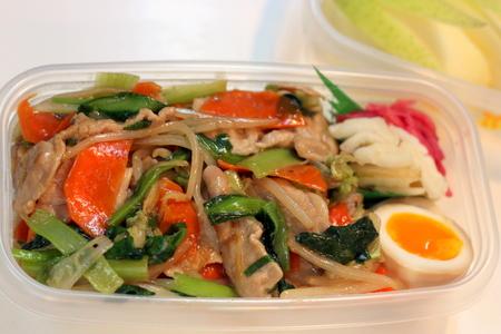 野菜炒め丼弁当