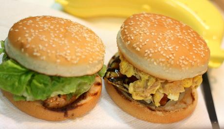 てりやきチキンバーガー、グリル野菜とスクランブルエッグのバーガー