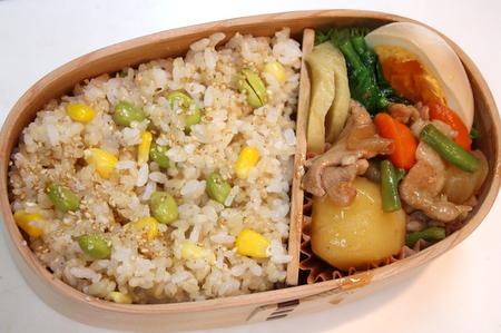 とうもろこしと枝豆の炊き込みご飯弁当