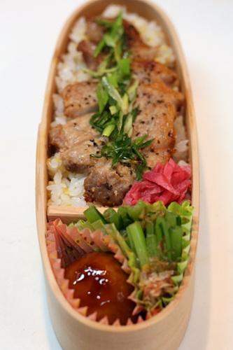 豚肉のねぎ塩焼き丼弁当